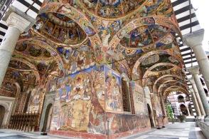 Kerk in het Rila klooster uit 1830 met de fraaie beschildering.