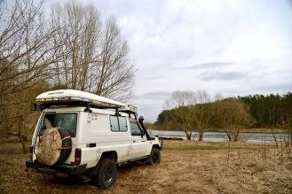 Kamperen aan de rivier in NP