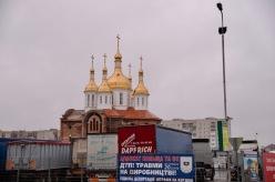 De meeste kerken hebben goud glimmende daken.