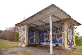 De bushaltes zagen er vroeger toen Oekraïne nog Sovjet Unie was fraai uit, jammer dat het mozaïek wat beschadigd is.
