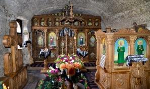 13e monnikenklooster in de rotsen uitgebouwd in Orheiul Vechi