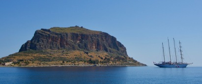 Grote klipper bracht bezoek aan Monemvasia.