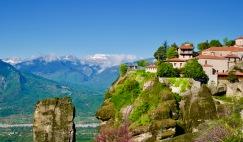 Meteora de kloosters op de rotsen.