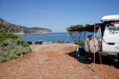 Wild camp met nieuwsgierige geiten Kochylas beach.