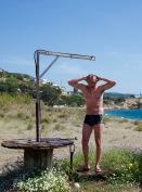 Lekker douche op het strand.